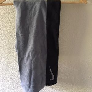 NWT Nike black and gray sporty scarf